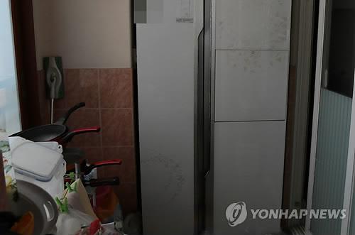 아기 시신 2구 발견된 냉장고