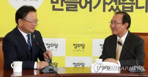 김부겸 장관과 노회찬 원내대표 대화