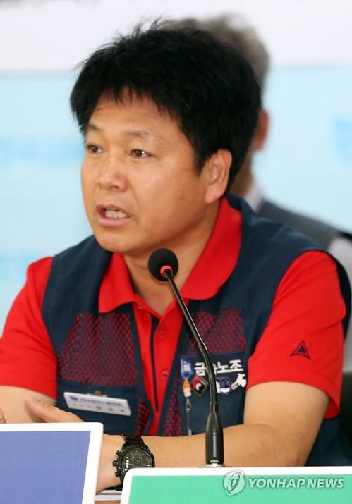 발언하는 김상구 금속노조 위원장