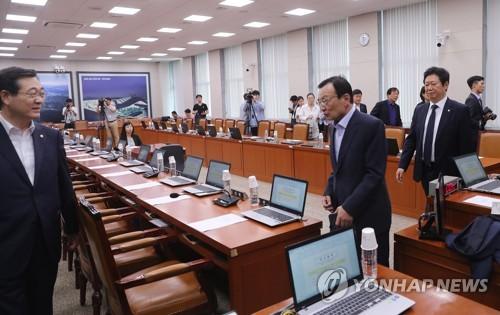 오후로 연기된 국토교통위원회 전체회의