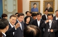 文대통령, 첫 주재 국무회의에서 '법령 쉽게 만들기' 강조