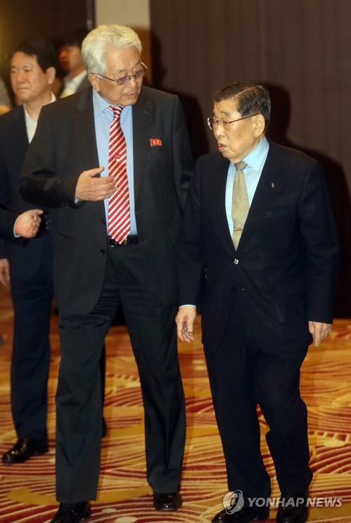 김운용 전 IOC 부위원장과 장웅 위원