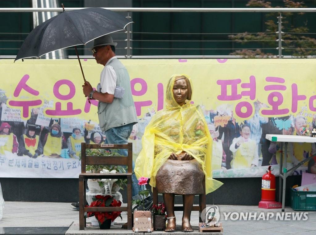서울 종로구 옛 일본대사관 앞 평화의 소녀상.