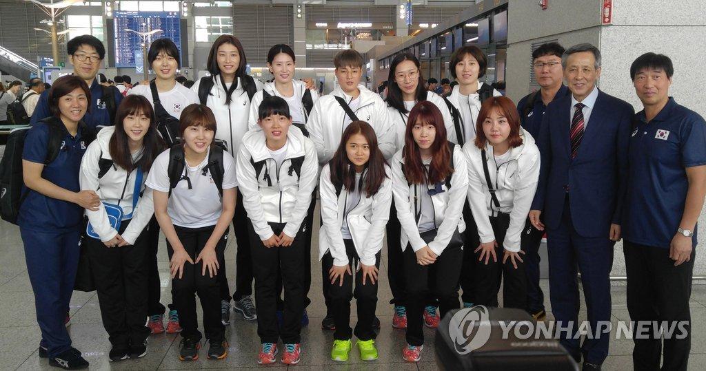 출국 앞둔 여자배구 대표팀 선수들