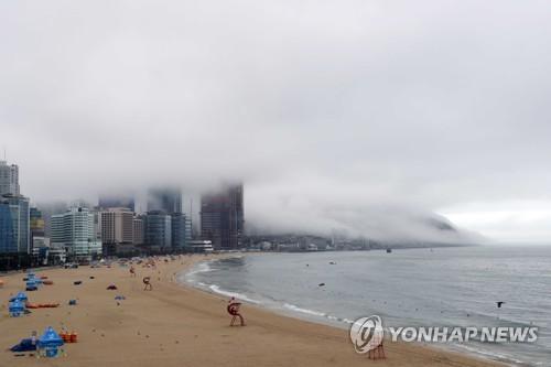 장마철 해운대 풍경 [연합뉴스 자료사진]
