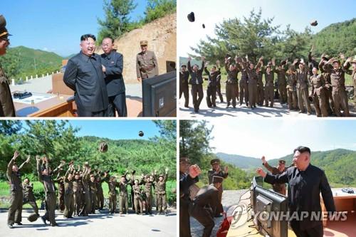 7月4日,朝鲜劳动党委员长金正恩参观洲际弹道导弹试射后与现场军人欢呼庆祝。图片仅限韩国国内使用,严禁转载复制。(韩联社/朝中社)