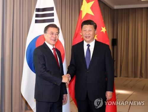 문 대통령-시진핑 '웃음 만남'