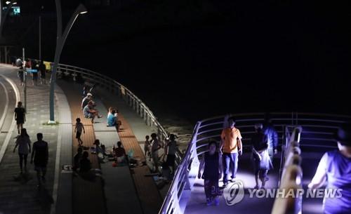 밤에도 26.4도…열대야로 잠 못 이룬 강릉시민들이 향한 곳은