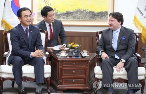 Unification minister meets acting U.S. envoy