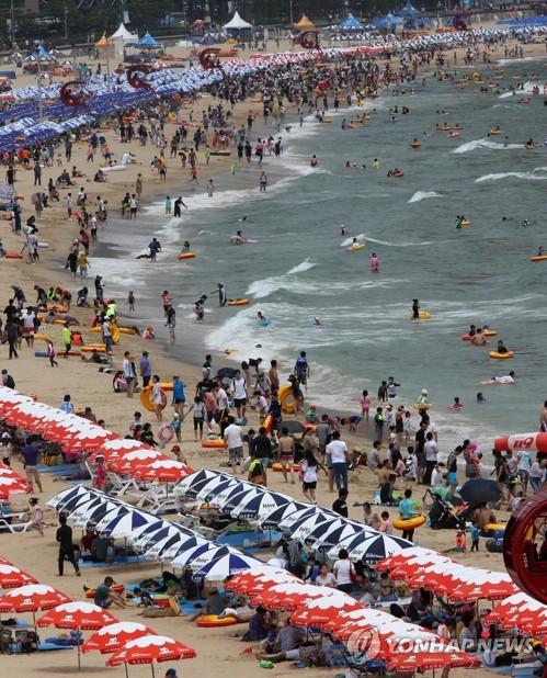 Holidaymakers pack Haeundae Beach