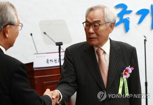 개헌 토론회 참석한 임채정 전 국회의장