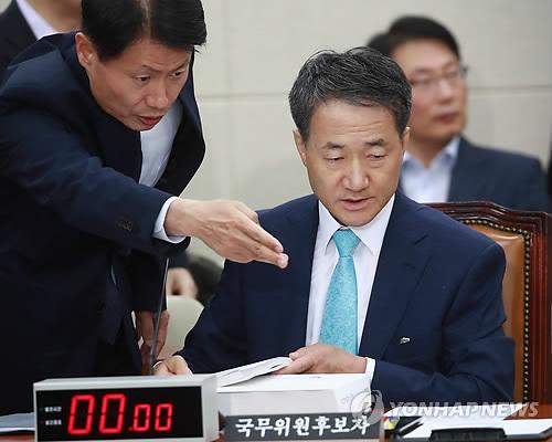 청문회 참석한 박능후
