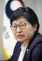 韩女性家庭部长官接受采访
