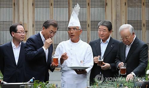 홍차·추어탕·콩나물밥·복분자주…노동계와의 靑만찬 메뉴