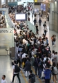 仁川机场大厅挤满旅客