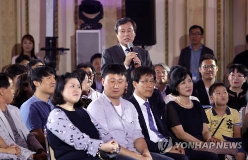 '대국민 보고대회' 답변하는 도종환 문체부 장관