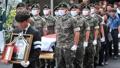 「安らかに」 殉職兵2人の告別式