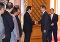 文在寅接见韩日议员联盟代表团