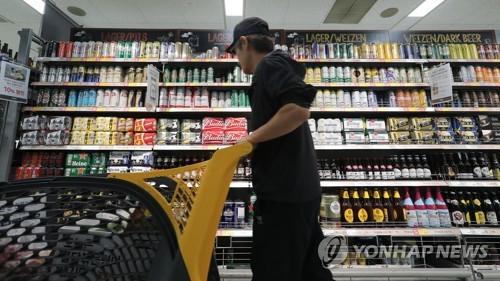 大型スーパーの輸入ビールコーナー=(聯合ニュース)
