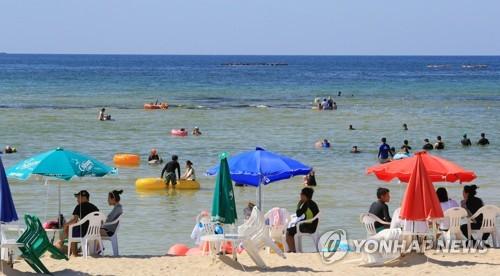 함덕서우봉 해변의 피서객들[연합뉴스 자료사진]
