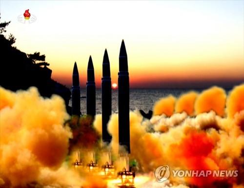 북한 TV, '화성-14' 추정 미사일 4발 동시발사 합성사진 공개