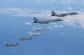 美军战机轰炸机编队现身半岛