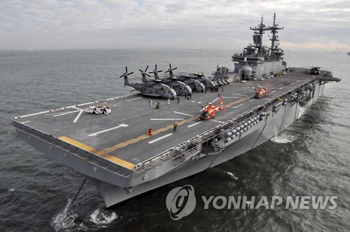 항해하는 미 해군의 상륙 강습함 '와스프'