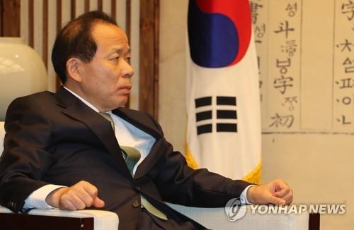 경청하는 헌법재판소장 직무대행