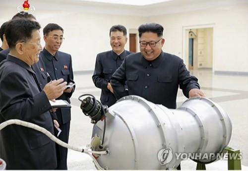 핵무기병기화사업 현지지도하는 김정은