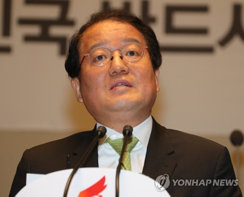 議員総会で講演する南成旭教授=6日、ソウル(聯合ニュース)