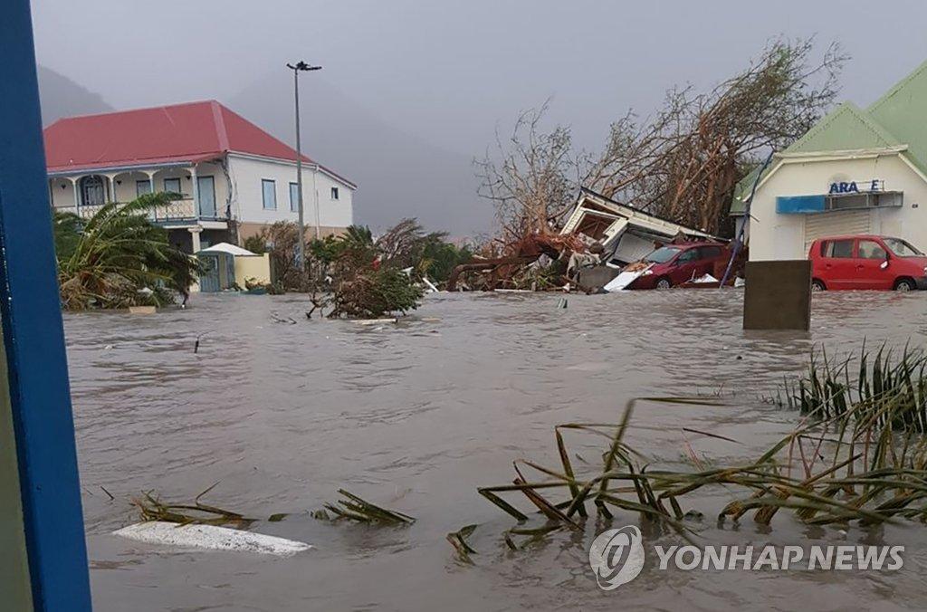 허리케인 '어마' 카리브해 강타…프랑스령 섬들 큰 피해