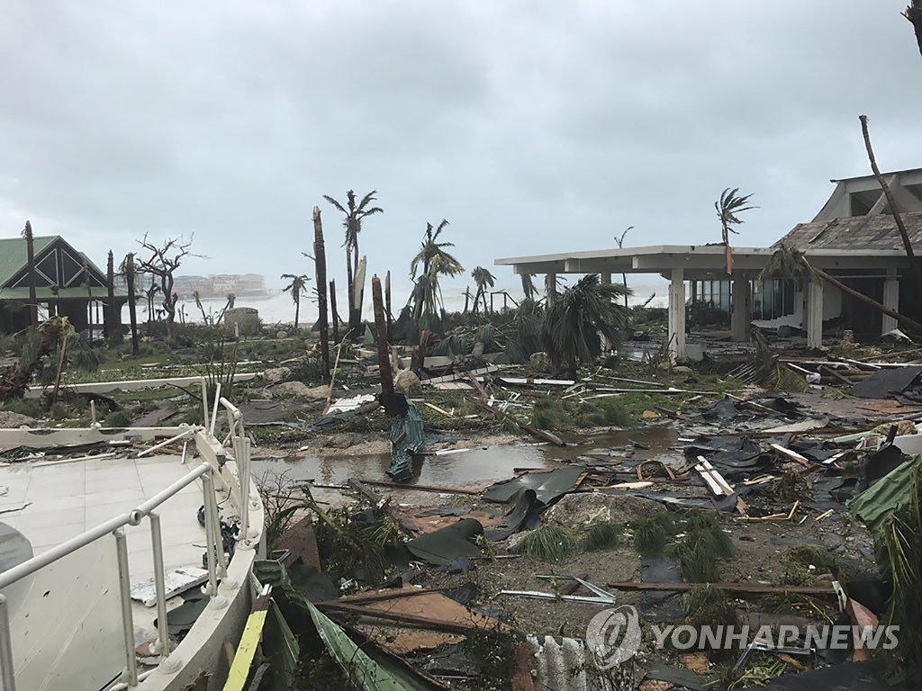초강력 허리케인 '어마', 생 마르탱 섬 초토화