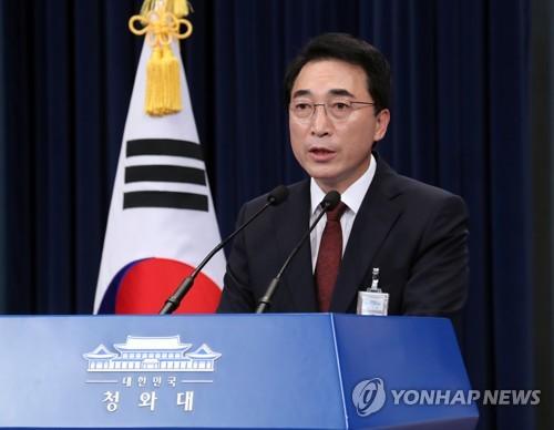 国連安保理の制裁決議採択に関し会見する朴報道官=12日、ソウル(聯合ニュース)