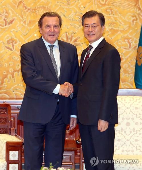 Moon meets ex-German leader