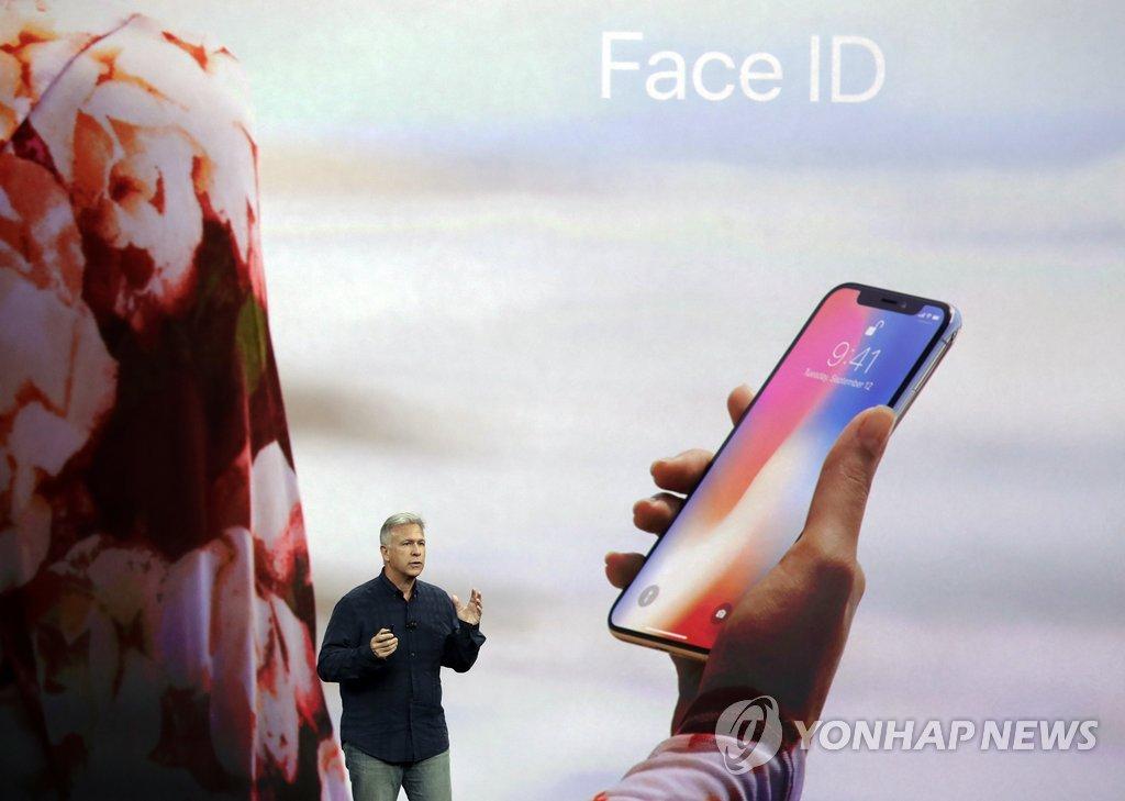 """아이폰X """"3만개 점으로 얼굴인식, 오차확률 100만분의 1"""""""