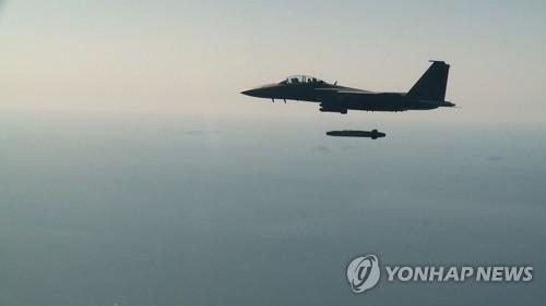 """韩军首次实弹发射""""金牛座""""导弹"""
