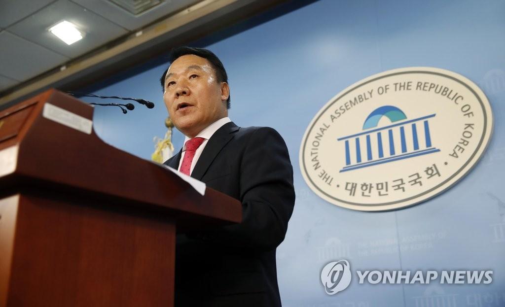 성명서 발표하는 염동열 의원 [연합뉴스 자료 사진]