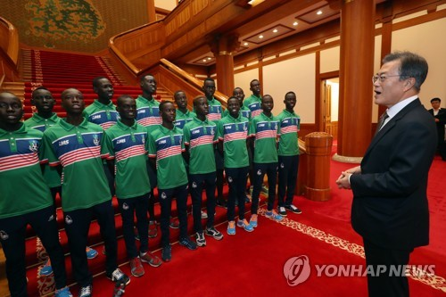 Moon meets S. Sudan's youth soccer team