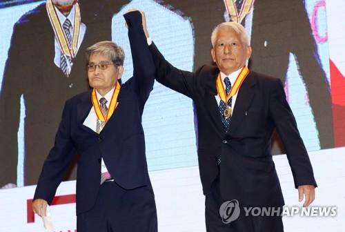 광주 명예시민증 받은 두 일본인
