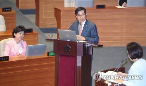 BBK 관련 답변하는 박상기 법무부 장관