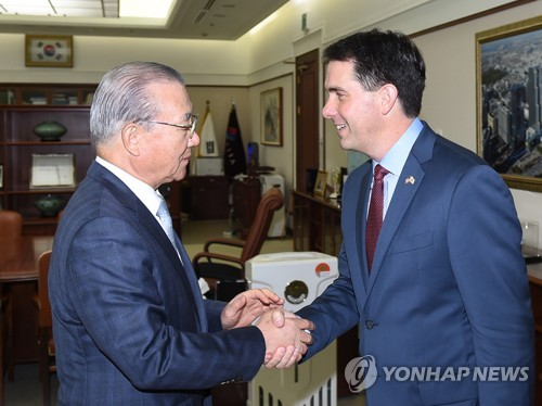 Trade agency chief meets Wisconsin governor