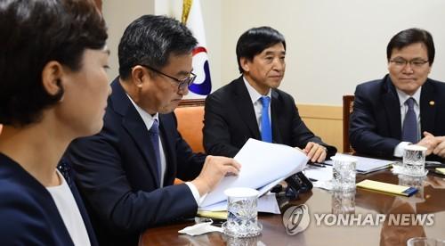 경제현안간담회 주재하는 김동연 부총리