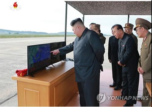 북TV,'화성-12형'발사영상 공개