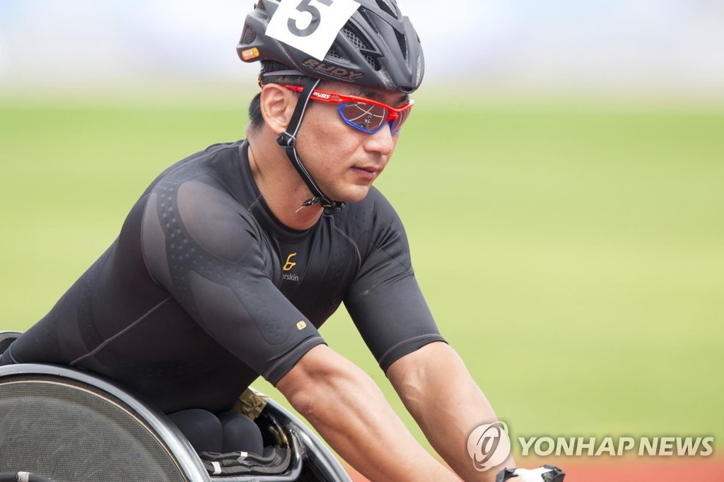휠체어 육상선수 홍석만