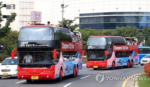 昌原市内を走る2階建てのシティーツアーバス(資料写真)=(聯合ニュース)