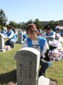 Volunteers care for soldiers' tombs ahead of holiday