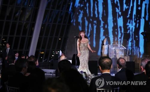 韩女高音歌唱家曹秀美在纽约表演