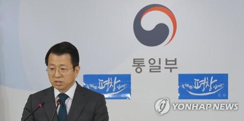 定例会見を行う白報道官=22日、ソウル(聯合ニュース)