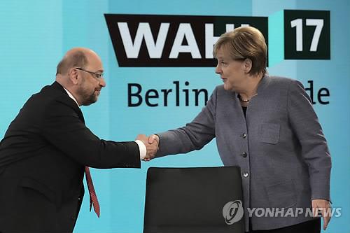 메르켈(오른쪽) 독일 총리와 슐츠 사민당 대표 [AP=연합뉴스]