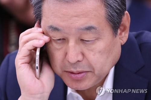 통화하는 김무성 의원